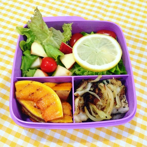 Dori dan labu panggang dengan salad